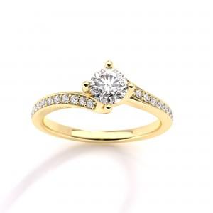 Mονόπετρο δαχτυλίδι φλόγα από κίτρινο χρυσό Κ18 με διαμάντι μπριγιάν 0,23ct και πέτρες στο πλάι